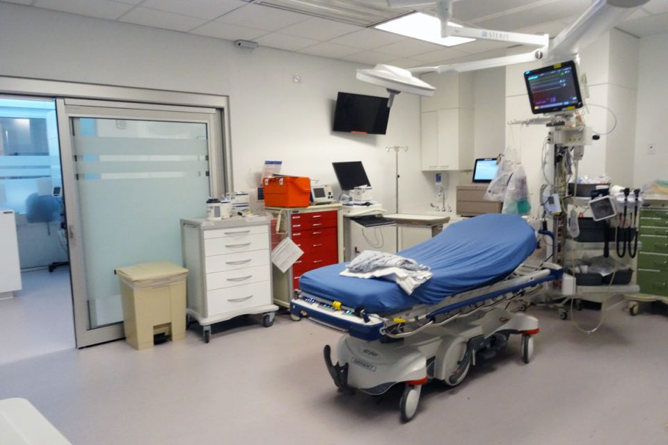 patient treatment room in Cleveland Clinic in Weston, FL